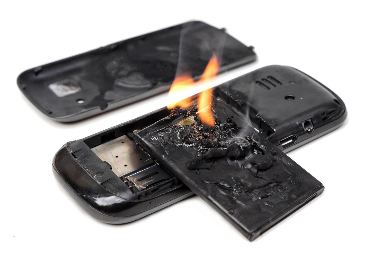 У литиевых батарей минусы – они пожароопасны