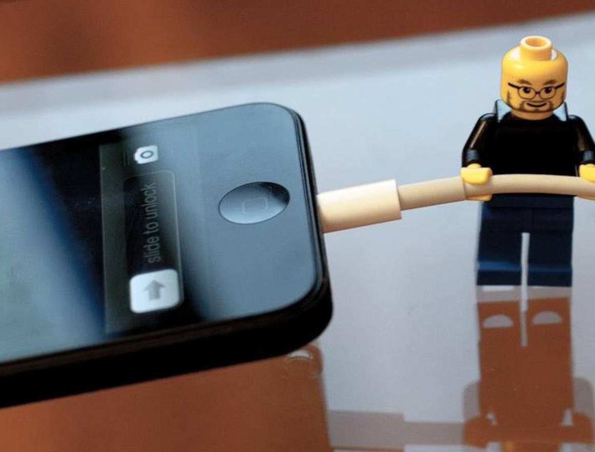 Смартфоны умеют определять к какому источнику они подключены