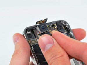 Если смартфон упал на бетонный асфальт, то придется обращаться в сервисный центр