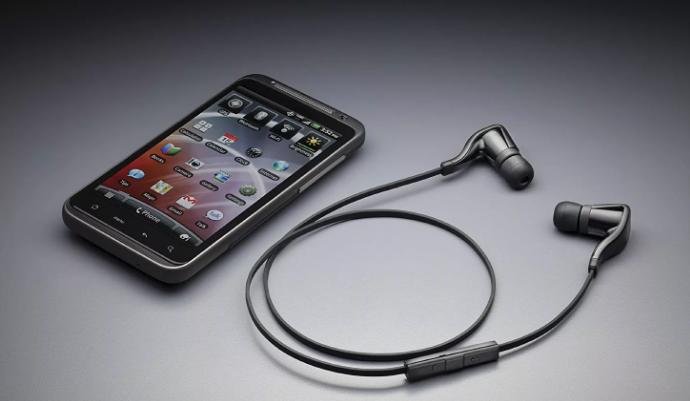 В качестве проверки наушников пробуют подключить к другому телефону, чтобы понять, что проблема именно в «ушах»
